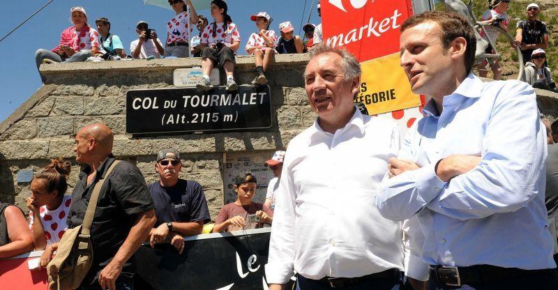 François Bayrou et Emmanuel Macron, réunis par une étape du Tour de France.© Sipa Press