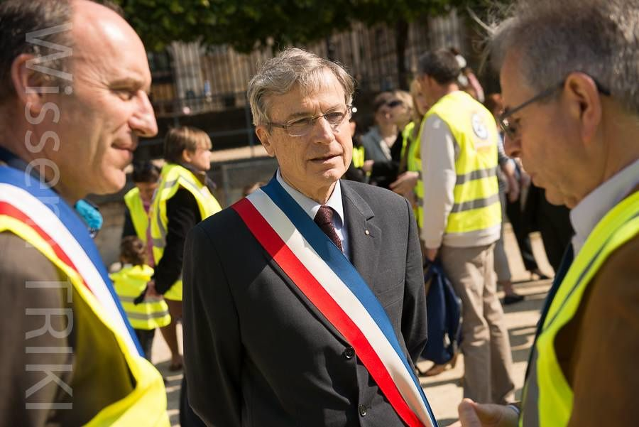 les tuileries deviennent une tuile pour le ministère de l'education nationale