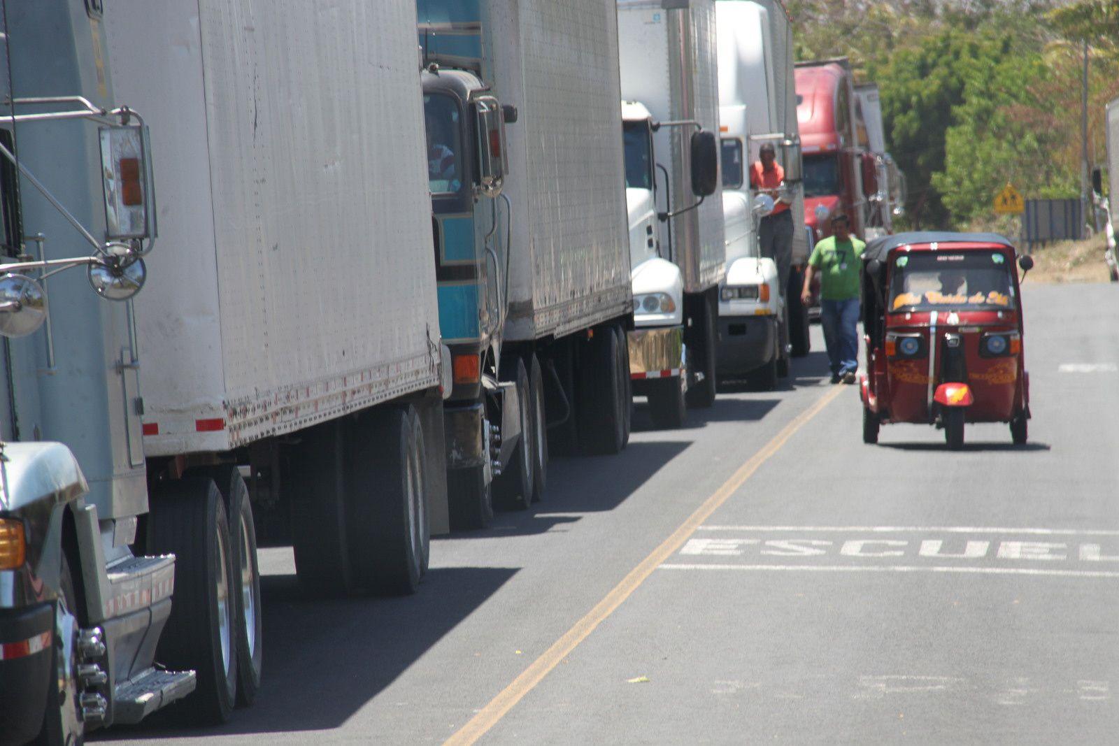 sur la route de granada au nicaragua