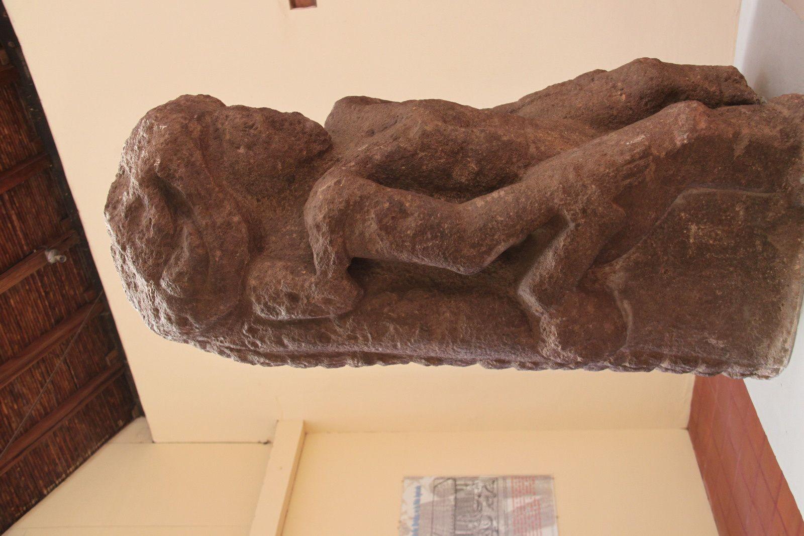 le musée avec ses ceramiques, ses sculptures imposantes et son tableau naif de creche