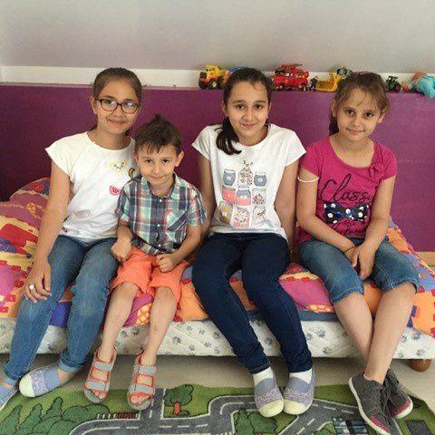 ils sont là, 5 syriens a la maison,n'en faisons pas un plat ,mais goutons a ce je ne sais quoi