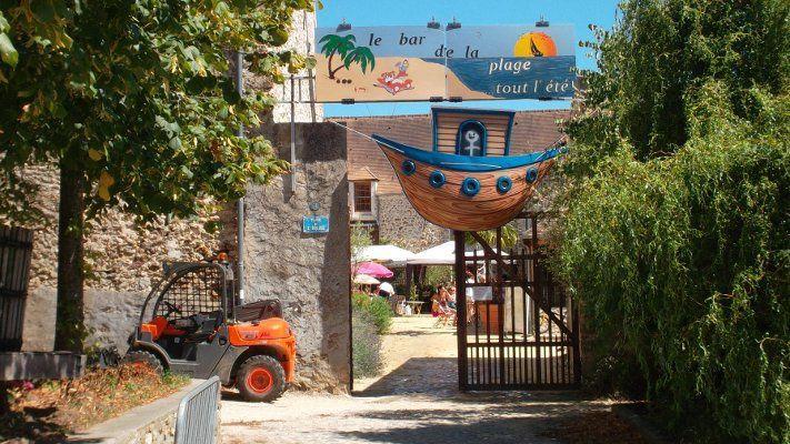 bar de la plage de janvry en plein été