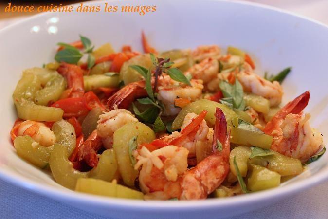 Wok de crevettes, concombre et poivrons