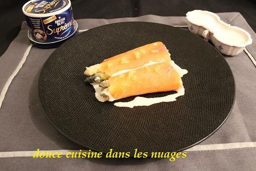 Ballotine d'Asperges-saumon fumé-citron caviar avec sauce au Bresse Bleu Suprême
