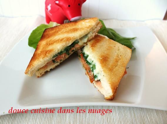 Croque-monsieur à la Fourme d'Ambert, saumon et roquette