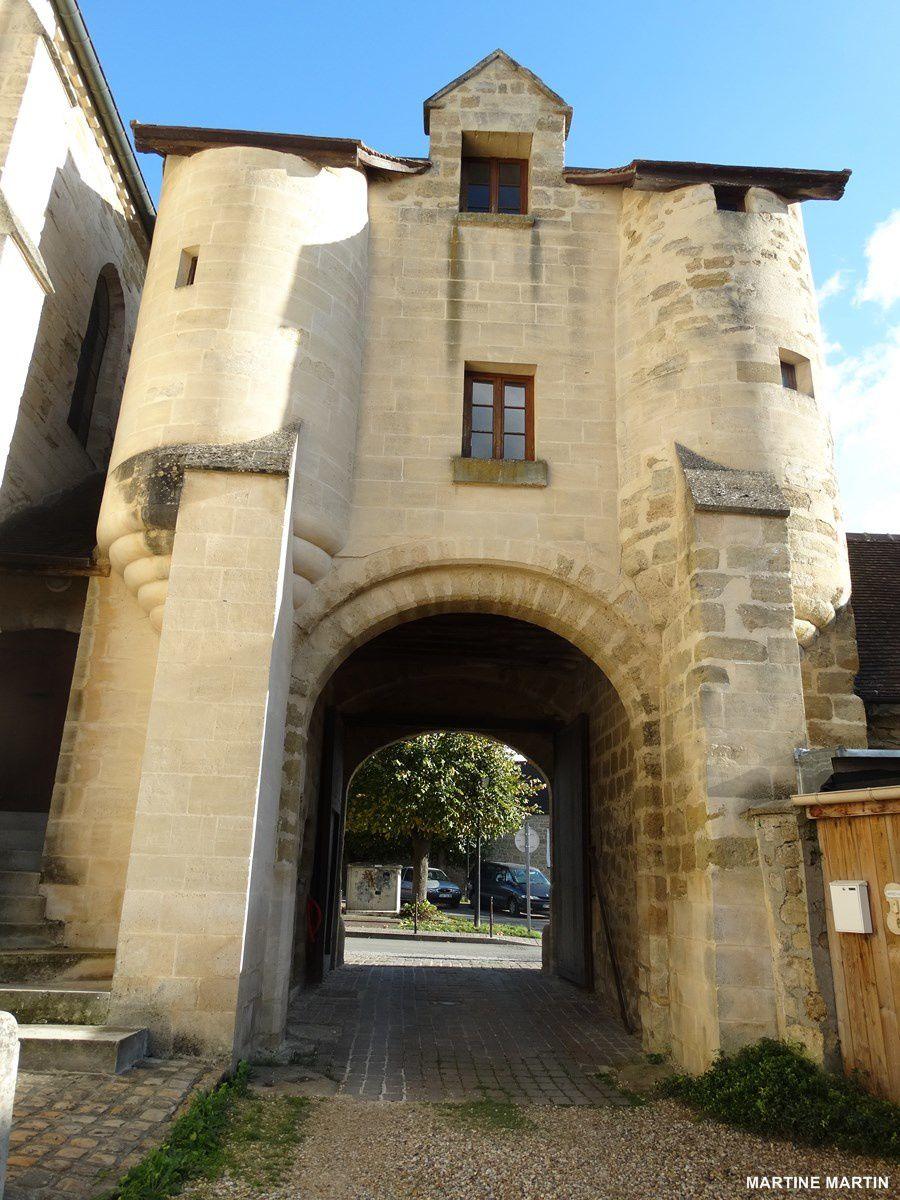 Cergy : la porte de l'ancien prieuré