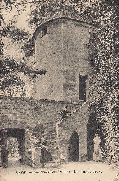 La tour du Secret à Cergy