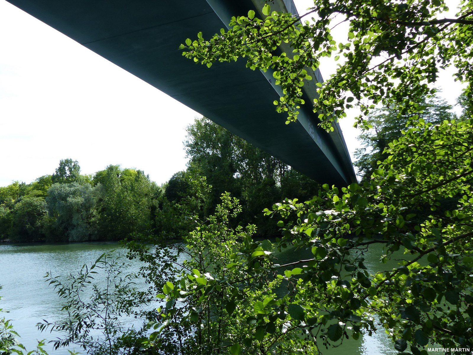 Sous le pont de Cergy