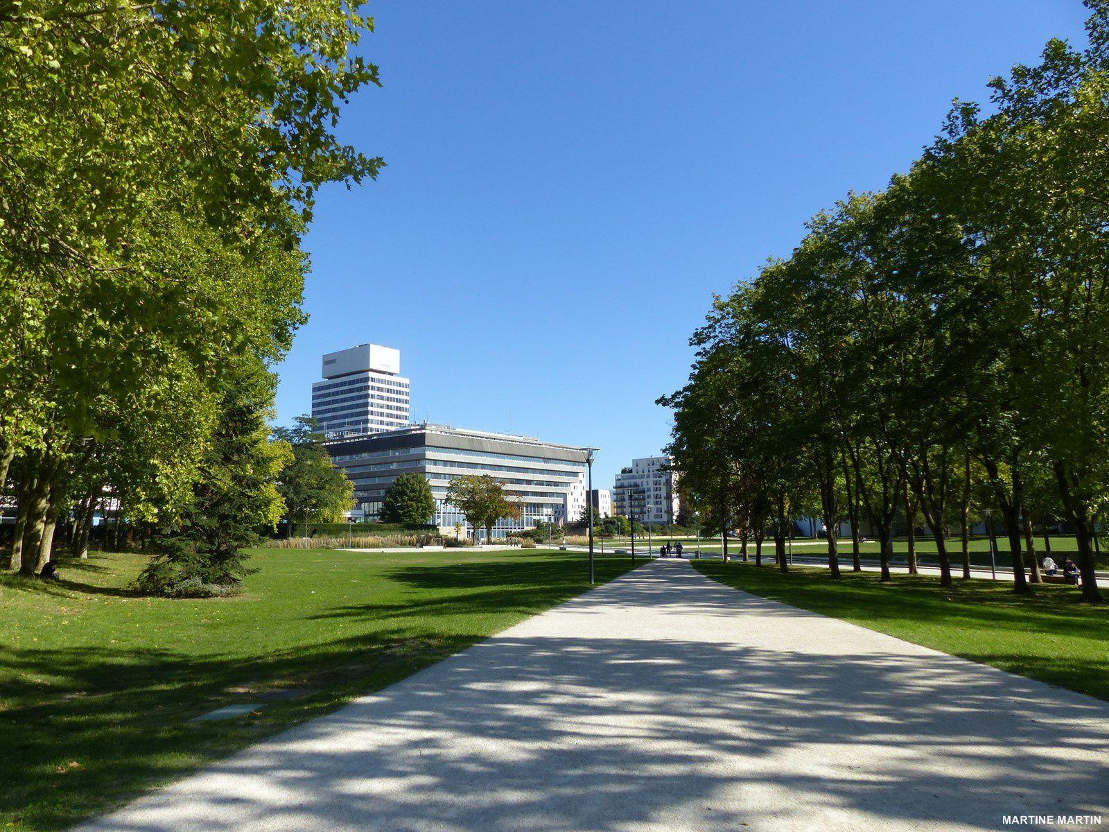 Promenade de Septembre dans le parc de la préfecture