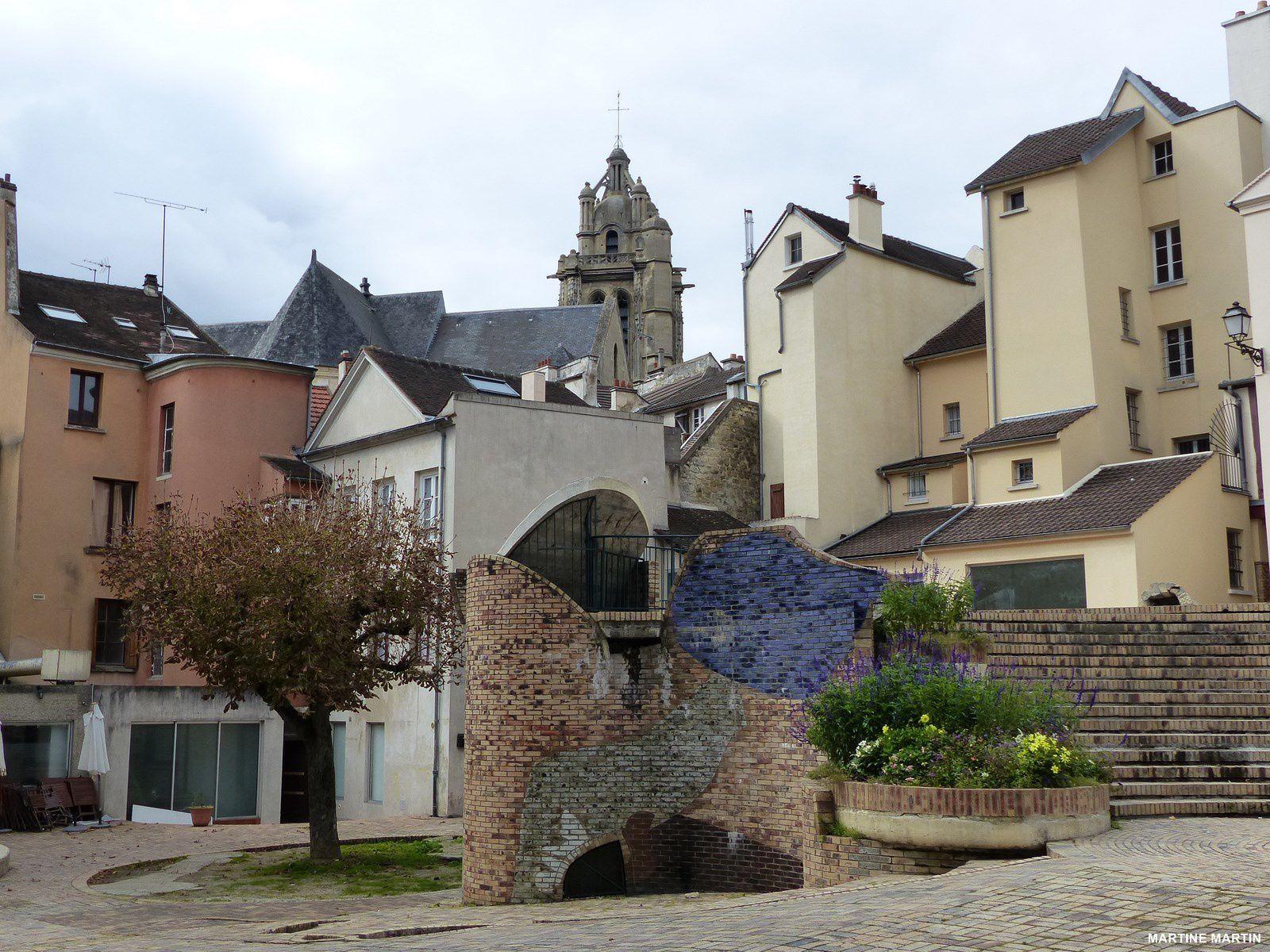 Place des moineaux à Pontoise
