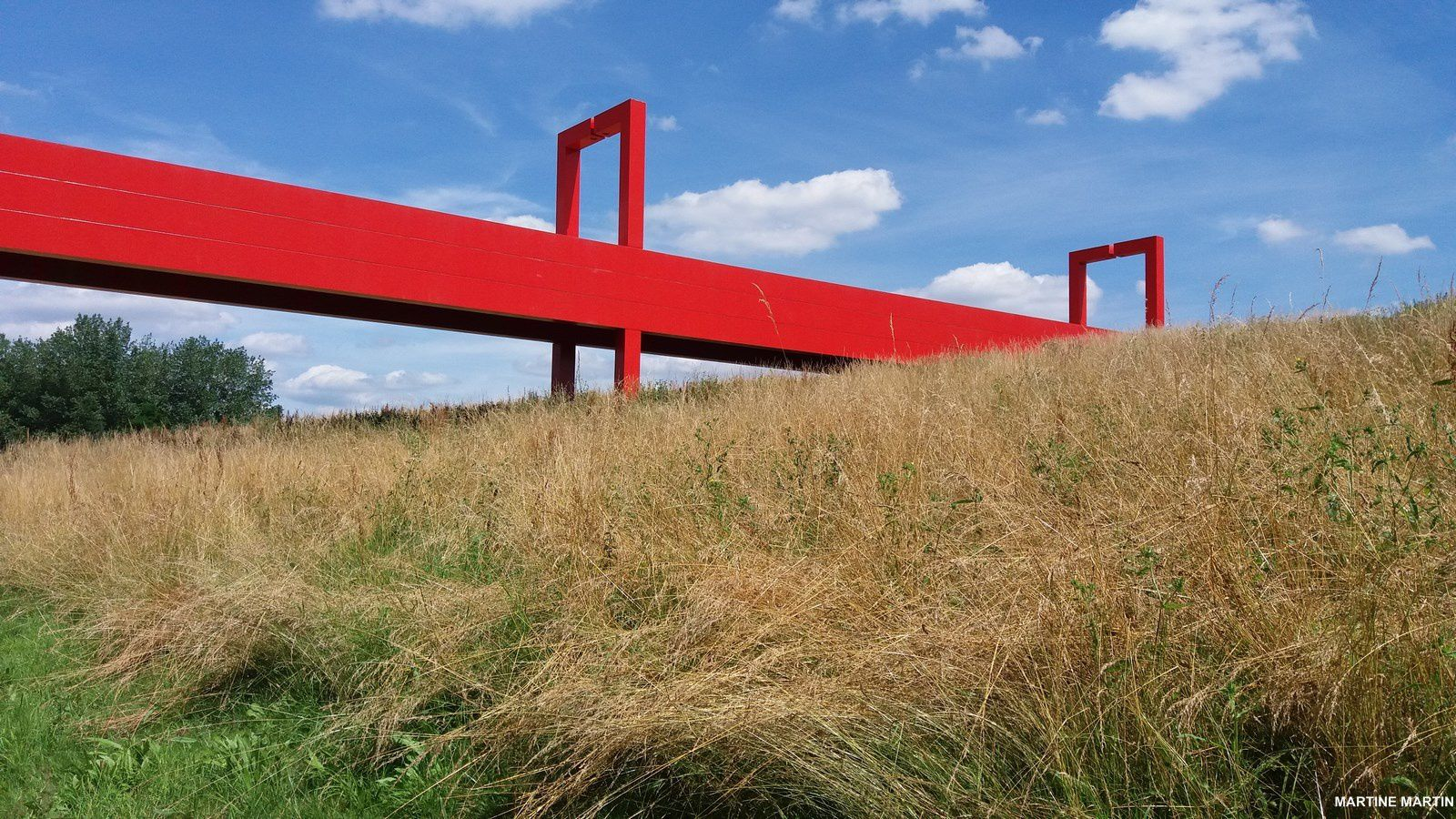 En Rouge et or sur l'axe Majeur de Cergy-Pontoise