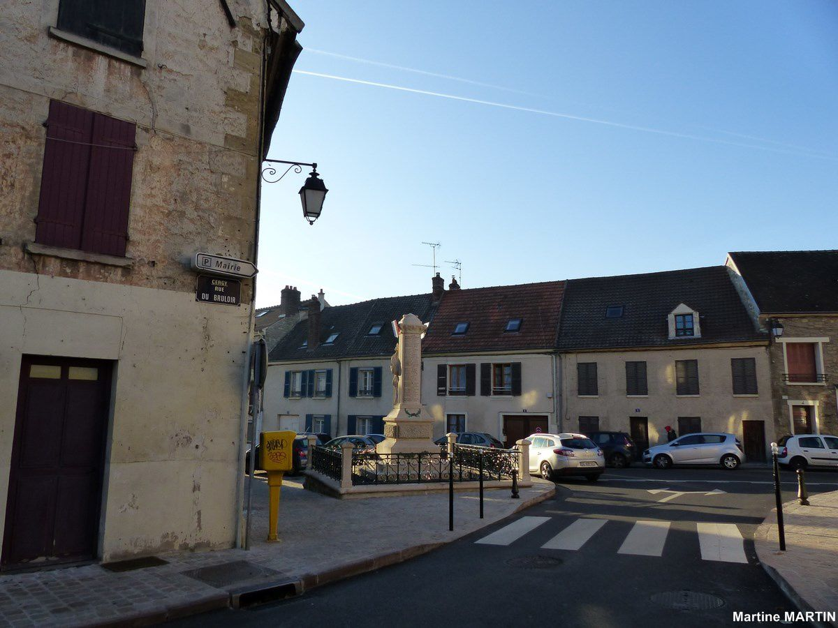 Place de la république à Cergy Village