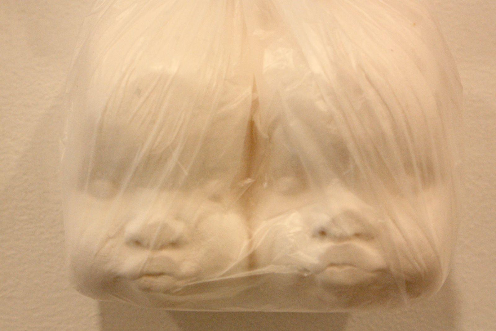 """""""All you can eat"""", 2014 (porcelaine) de Ymène CHETOUANE"""