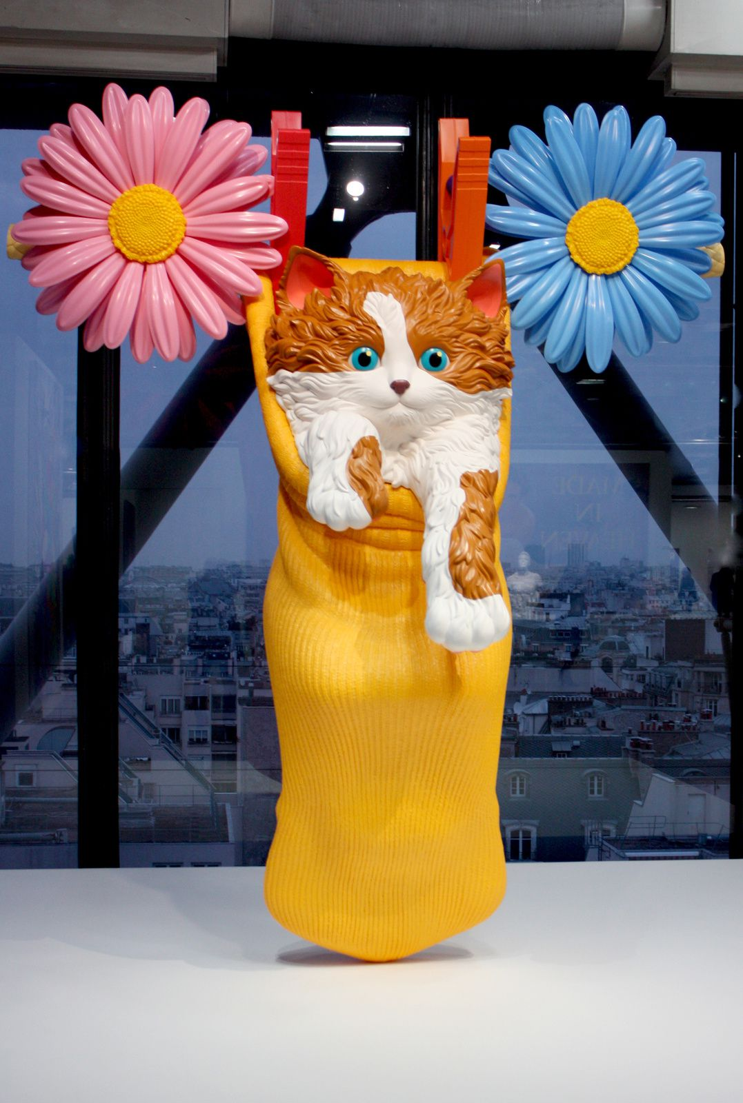 """Cat on a Clothesline (Blue)"", 1994-2001 de Jeff Koons © Photo Éric Simon"