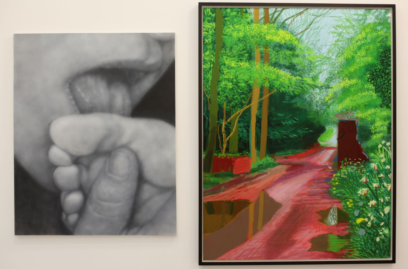 """Sex Painting #4"", 2013 de Betty Tompkins et ""The arrival of spring in woldgate east Yorkshire in 2011"" de David Hockney Courtesy Almine Rech Gallery © Photo Éric Simon"