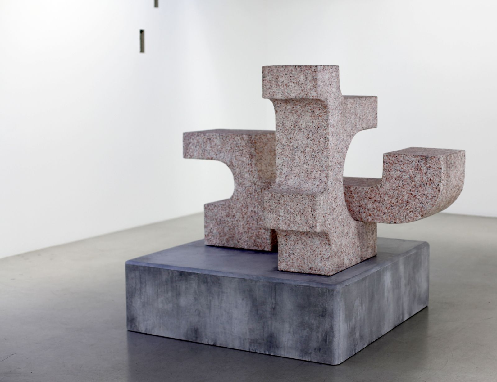 """Ravage with granite (after André Tommasini)"", 2014 de Valentin Carron Courtesy Galerie  Kamel Mennour © Photo Éric Simon"