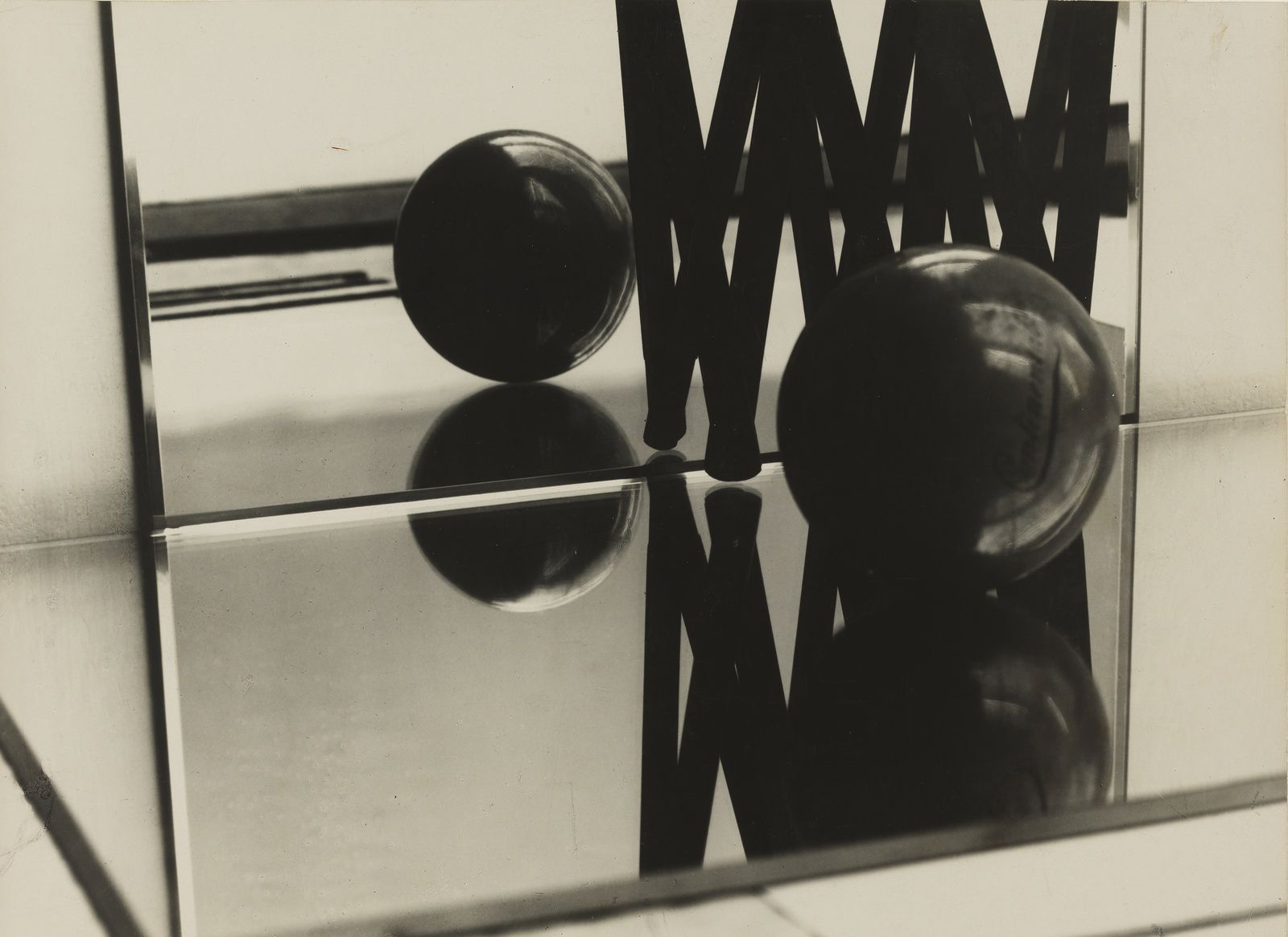 Expo photographie contemporaine florence henri miroir for Composition miroir
