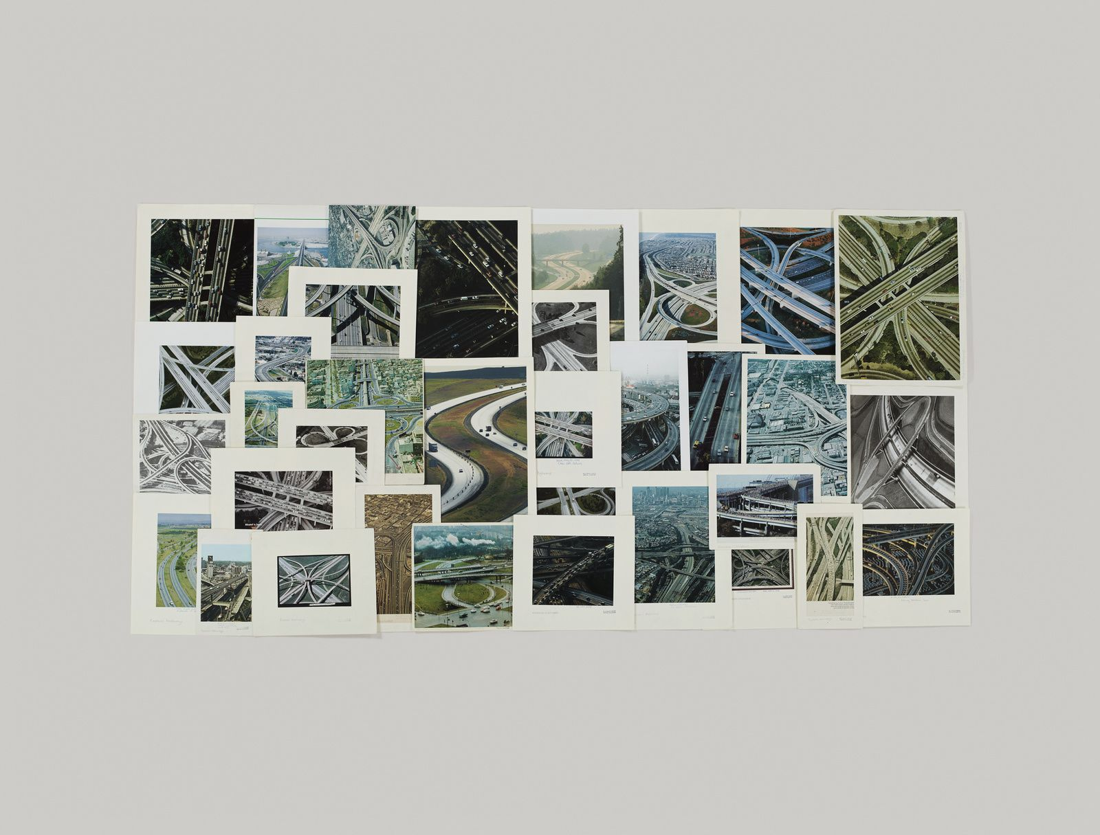 """Folder (Express Highways) Pictures colection, 2010 de Taryn Simon"