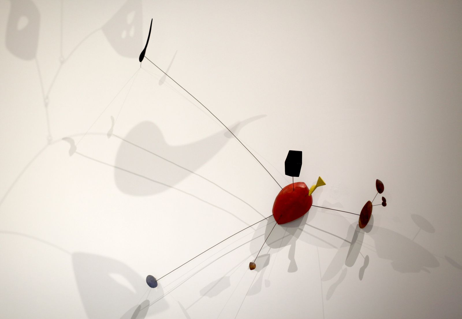"""Constellation"", 1943 d'Alexander Calder. The Doris et Donald Fischer Collection at the San Francisco Museum of Modern Art © Photo Éric Simon"