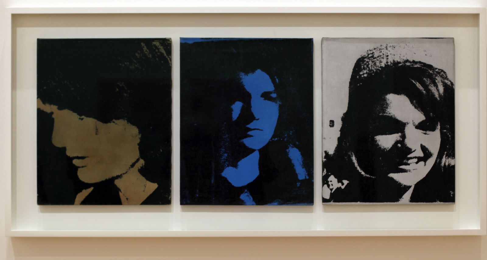 "Jackie Triptych"", 1964 d'Andy Warhol. The Doris et Donald Fischer Collection at the San Francisco Museum of Modern Art © Photo Éric Simon"