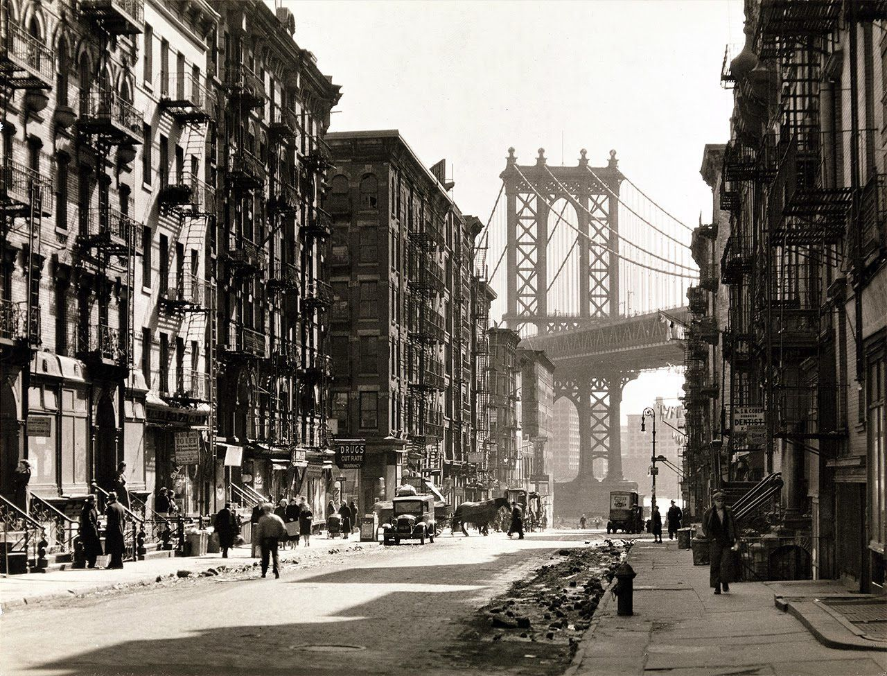 """""""Pike and Henry streets, New York"""", 1936 de Berenice Abbott - Courtesy Les douches La Galerie"""