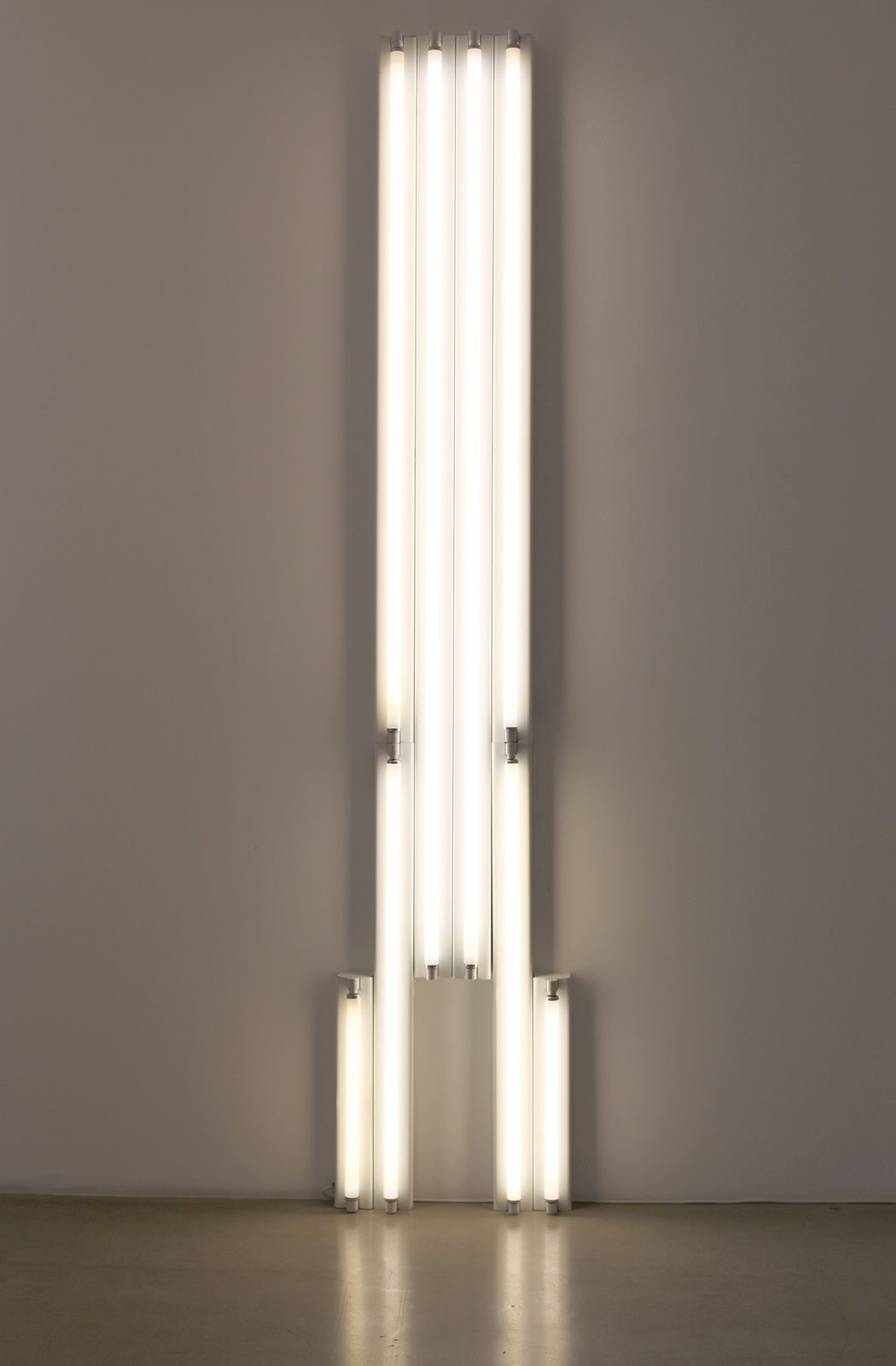 """Monument"" for V. Tatlin, 1975 de Dan Flavin - Courtesy Galerie Kamel Mennour © Photo Éric Simon"