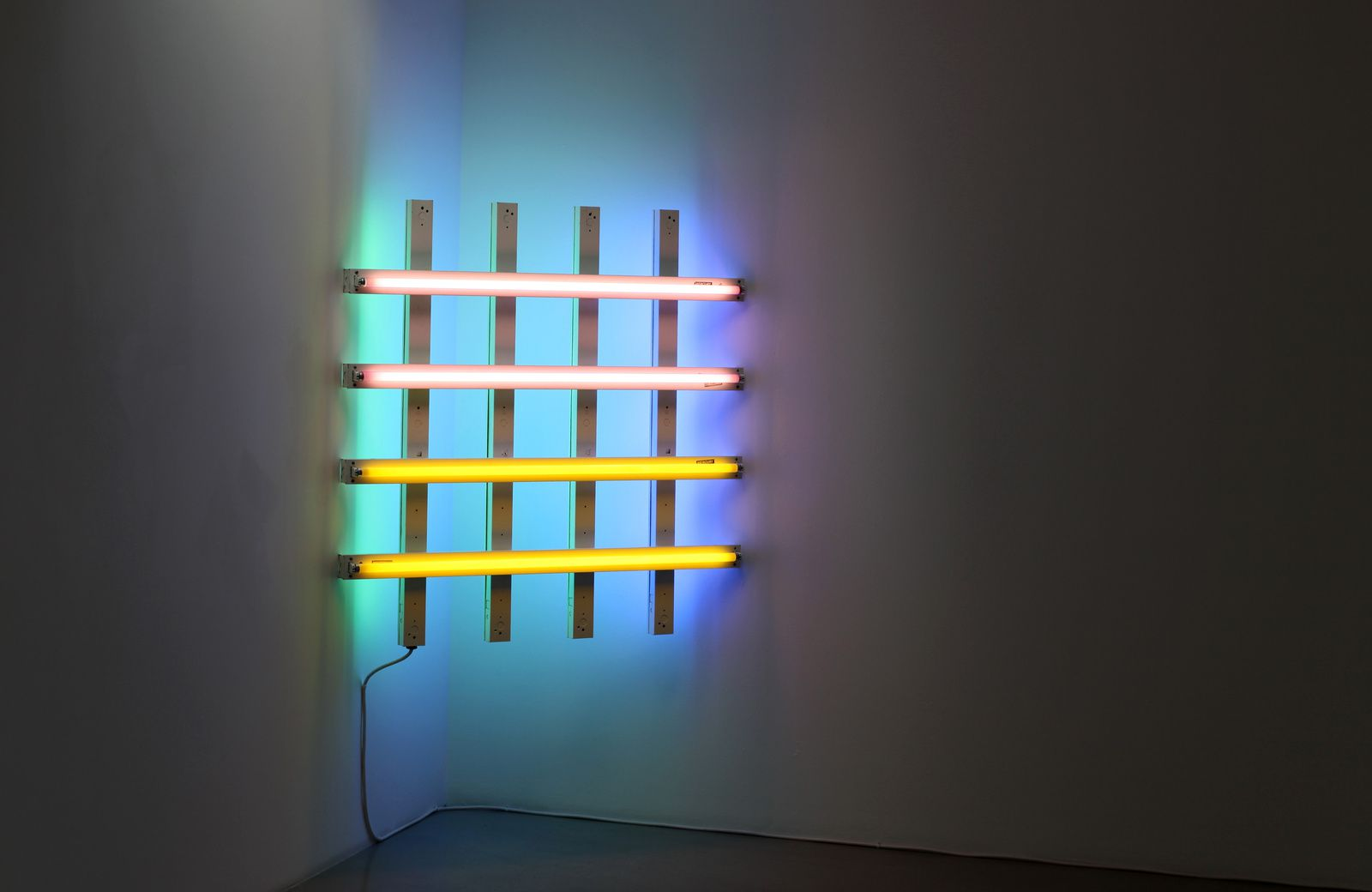 """Untitled (in Honor of Harold Joachim) 2, 1977 de Dan Flavin - Courtesy Galerie Kamel Mennour © Photo Éric Simon"