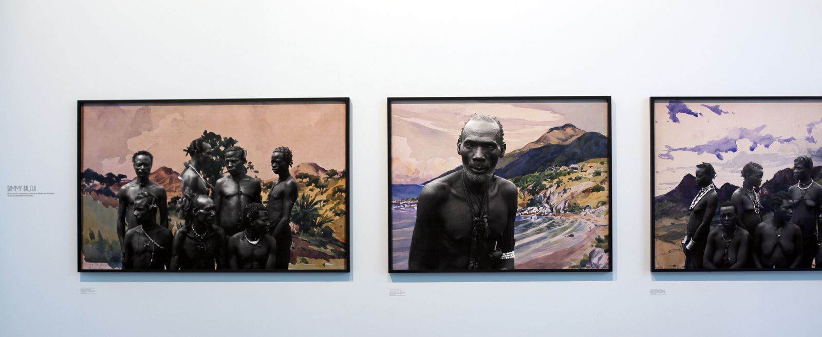 """Groupe d'hommes Warna sur fond d'aquarelle de Dardenne, Série CONGO Far West"", 2011 de Sammy BALOJI © Photo Éric Simon"