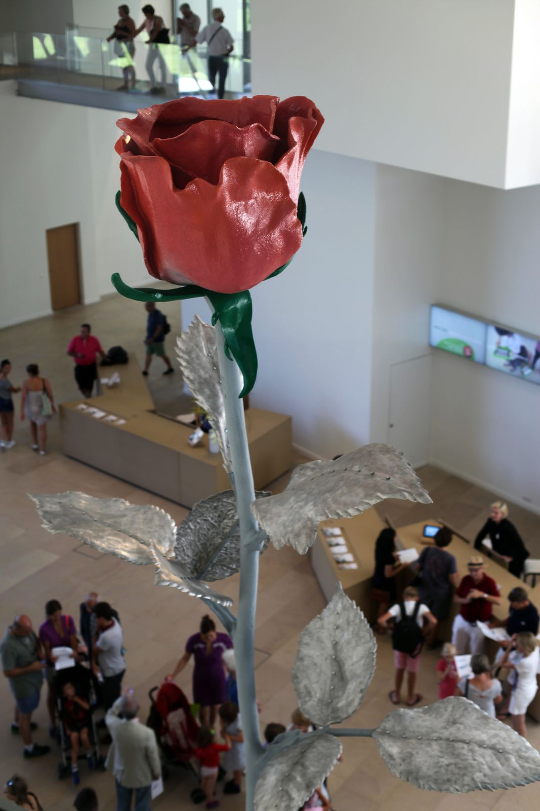 """Rose II"", 2007 d'Isa Genzken © Photo Éric Simon"