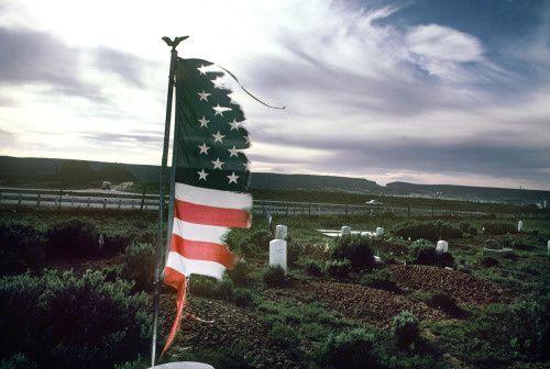 """""""Tombe d'un soldat de la tribu Navajos"""", 1973 de Jean Pierre Laffont"""