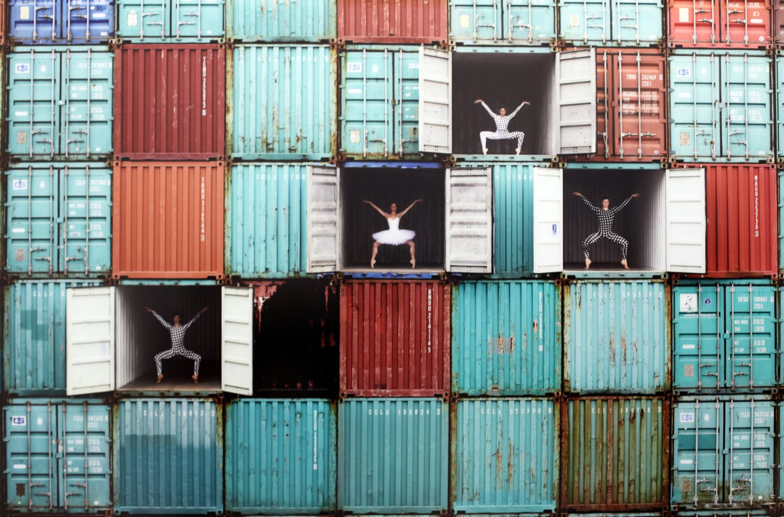 """Ballet Dancers in containers, Le Havre"", 2014 JR  © Photo Éric Simon"