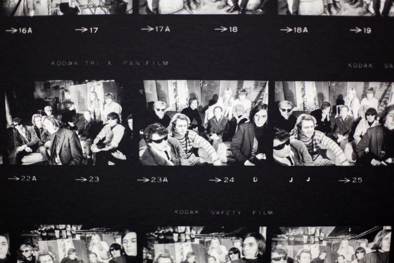 """Détail Planche contact agrandies de Nat Finkelstein """"Andy Warhol et le Velvet Underground"""", 1966  © Photo Éric Simon"""