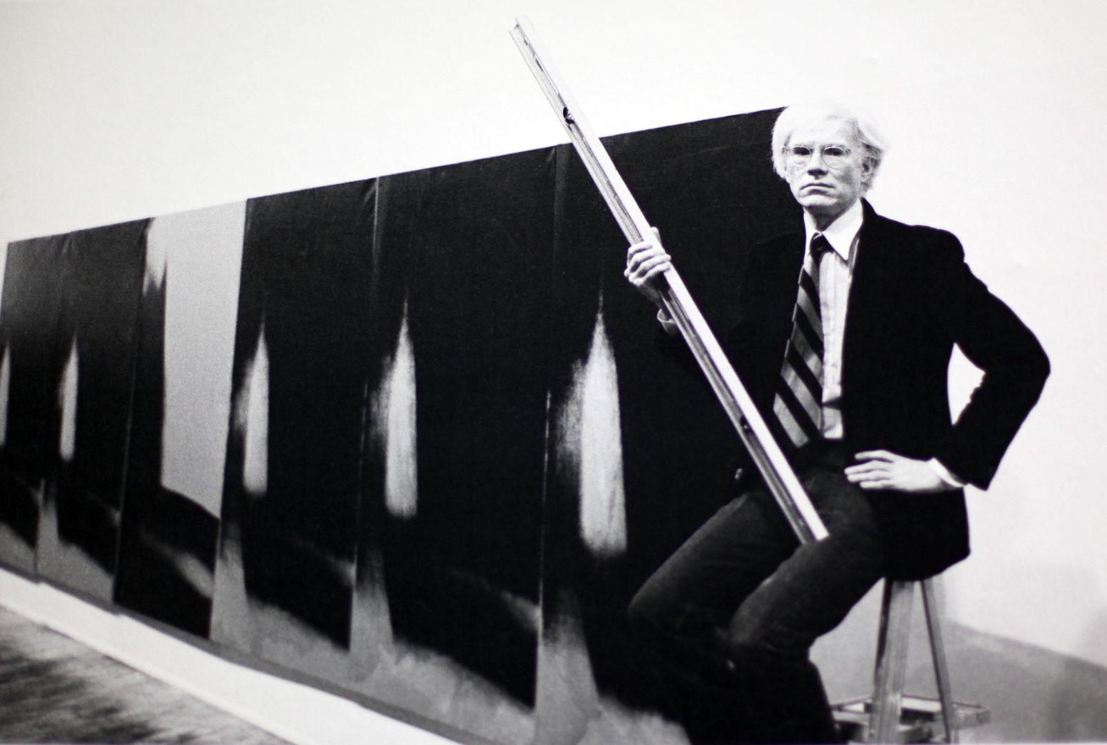 Warhol devant les Shadows à la Heiner Friedrich Gallery, NY janvier 1979