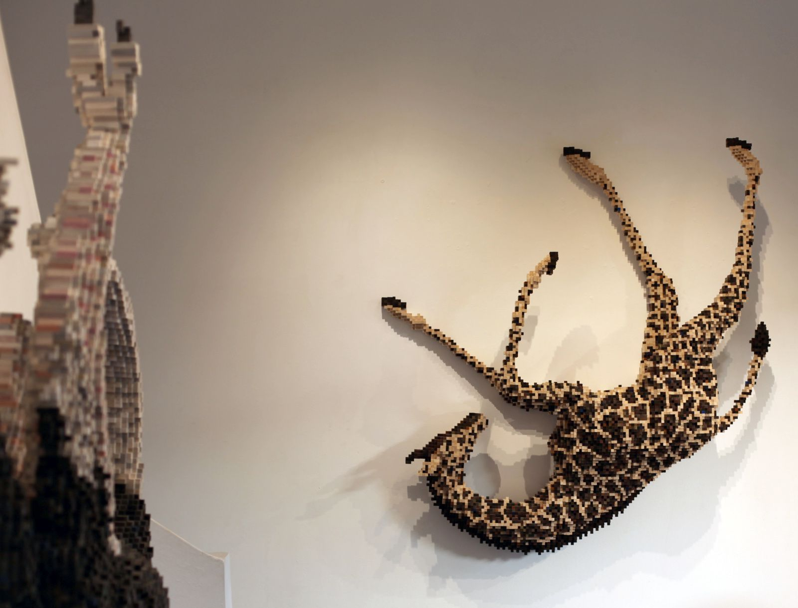 """Falling Giraffe"", 2015 de Shawn Smith - Courtesy Galerie Mark Hachem © Photo Éric Simon"