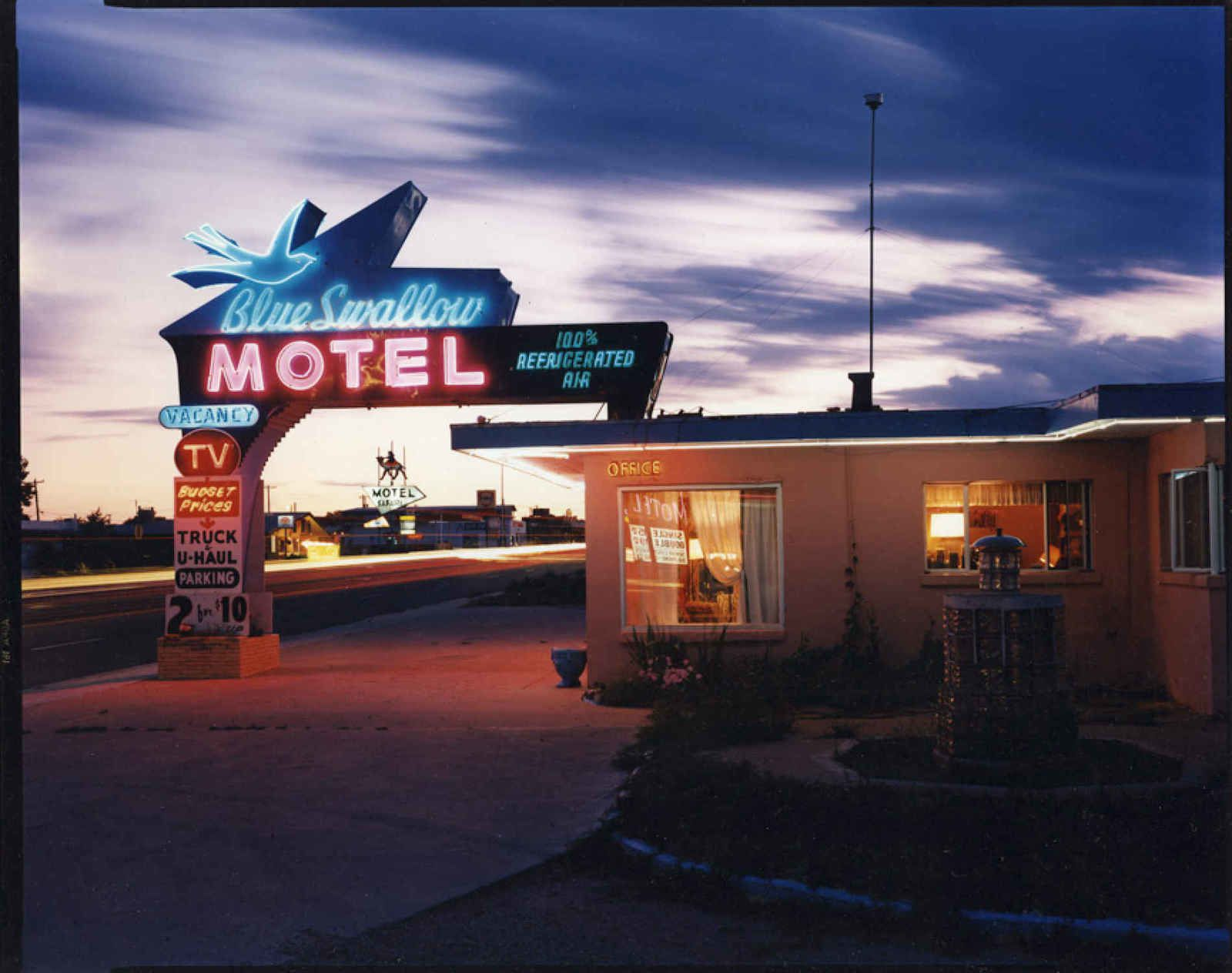"""Blue Swallow Motel, Rt.66, Tucumcari"", 1990 de Steve Fitch"