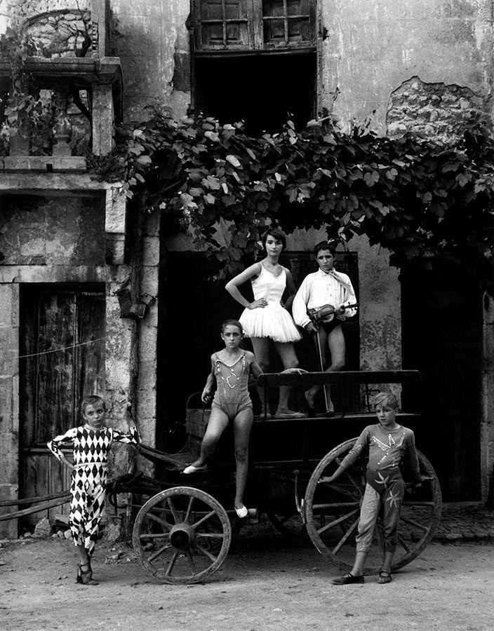 """""""La Grande Parade, Arles"""", 1955 de Lucien Clergue - Courtesy Galerie Patrice Trigano"""