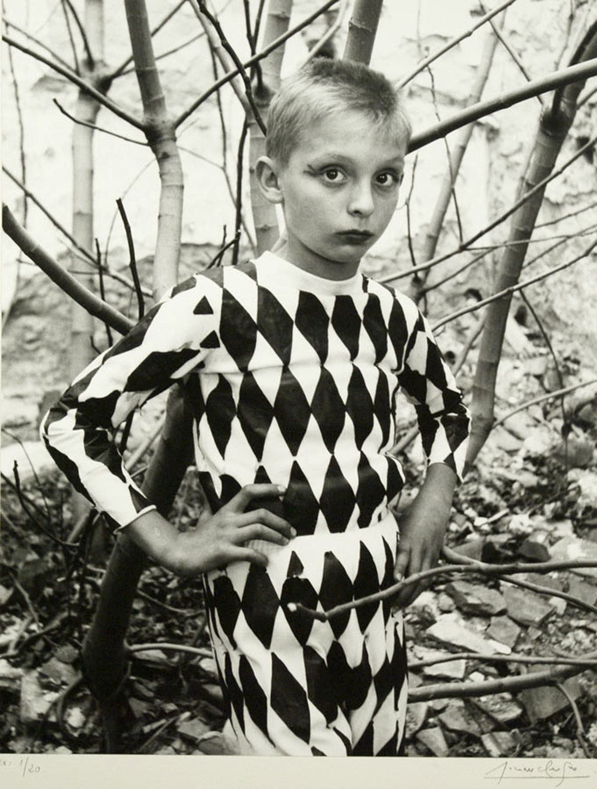 """Arlequin, Saltimbanques, Arles"", 1955 de Lucien Clergue - Courtesy Galerie Patrice Trigano"