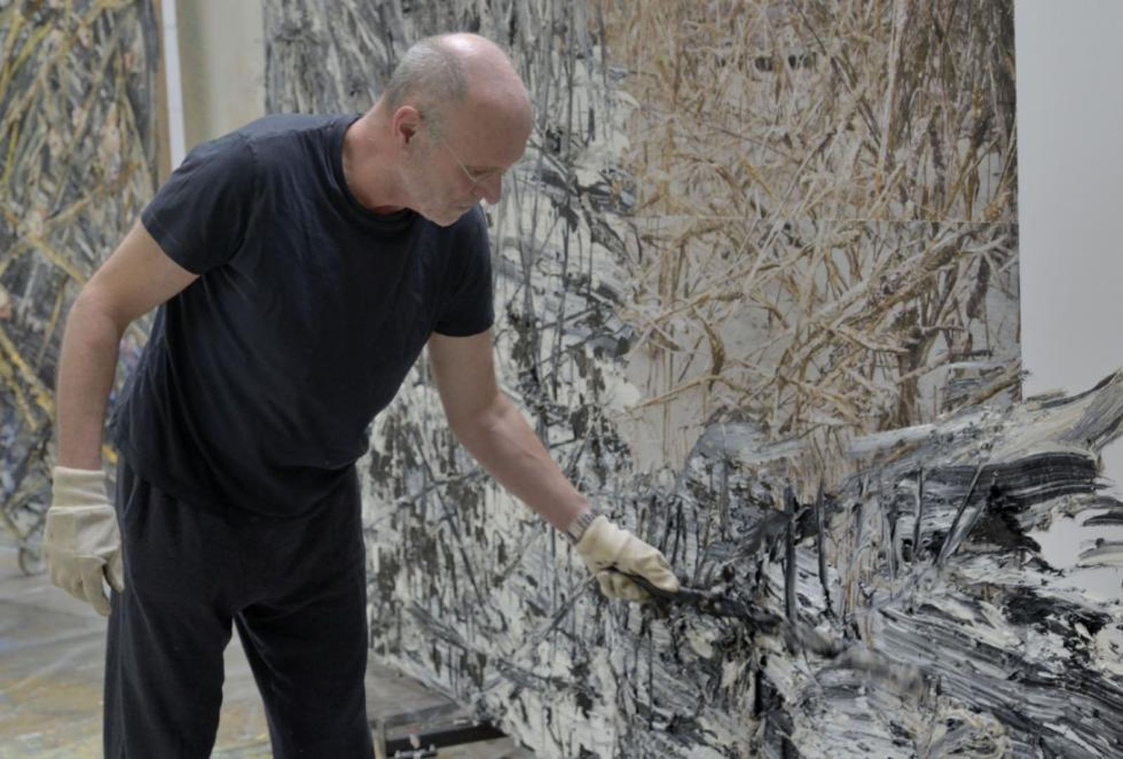Anselm Kiefer dans son atelier - Photo Charles Duprat