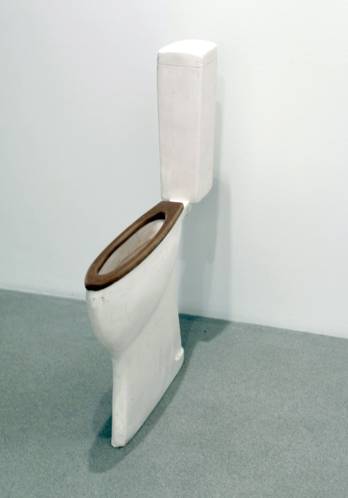 """Toilet"", 2014 de Erwin Wurm - Courtesy Galerie Thaddaeus Ropac © Photo Éric Simon"