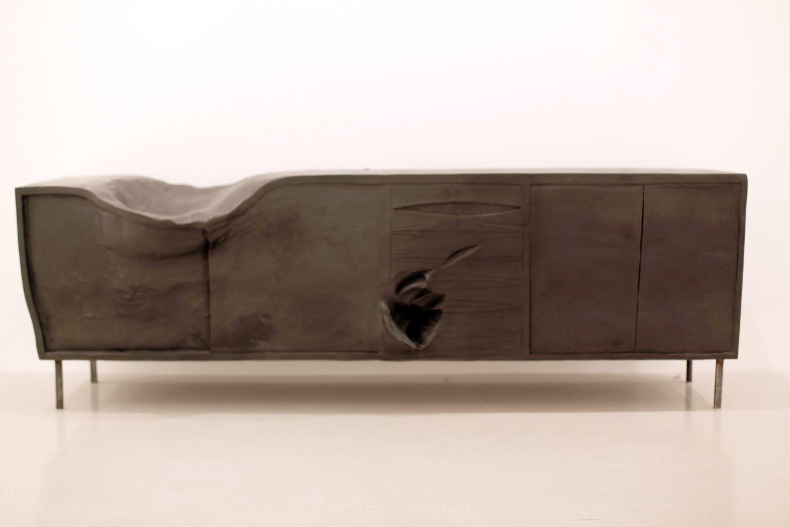 """""""Horse (Sideboard)"""", 2015 de Erwin Wurm - Courtesy Galerie Thaddaeus Ropac © Photo Éric Simon"""