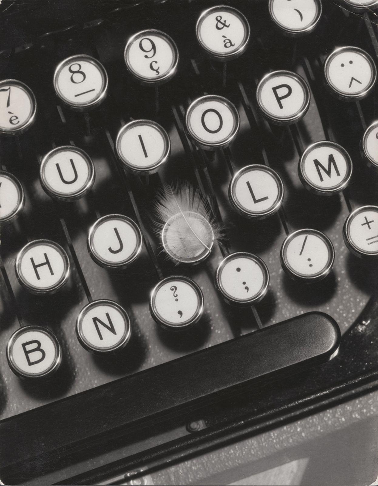 """""""Publicité pour machine à écrire Hermès"""", 1930 de François Kollar - Courtesy Jeu de Paume"""