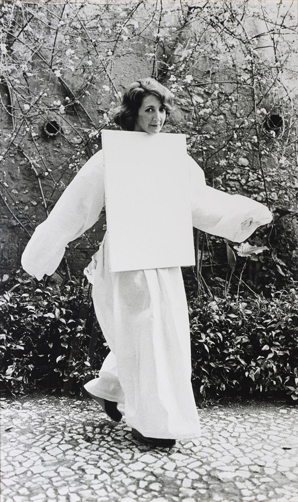 """ela habitada [Toile habitée]"", 1976 d'Helena Almeida - Courtesy Jeu de Paume Paris"