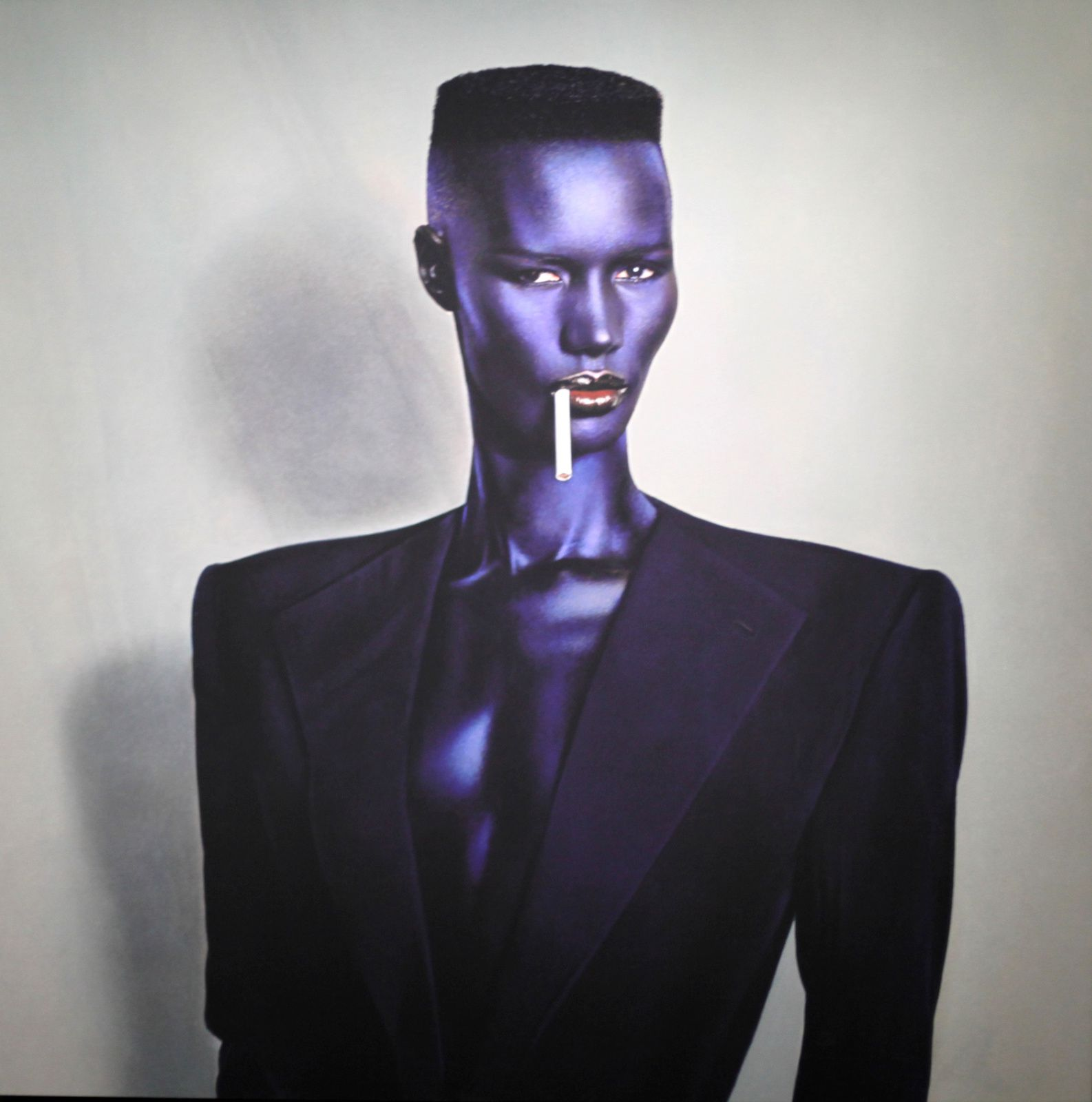 """Blue-black in black on grey, New York"", 1981 de Jean Paul Goude - Courtesy Centre Pompidou © Photo Éric Simon"