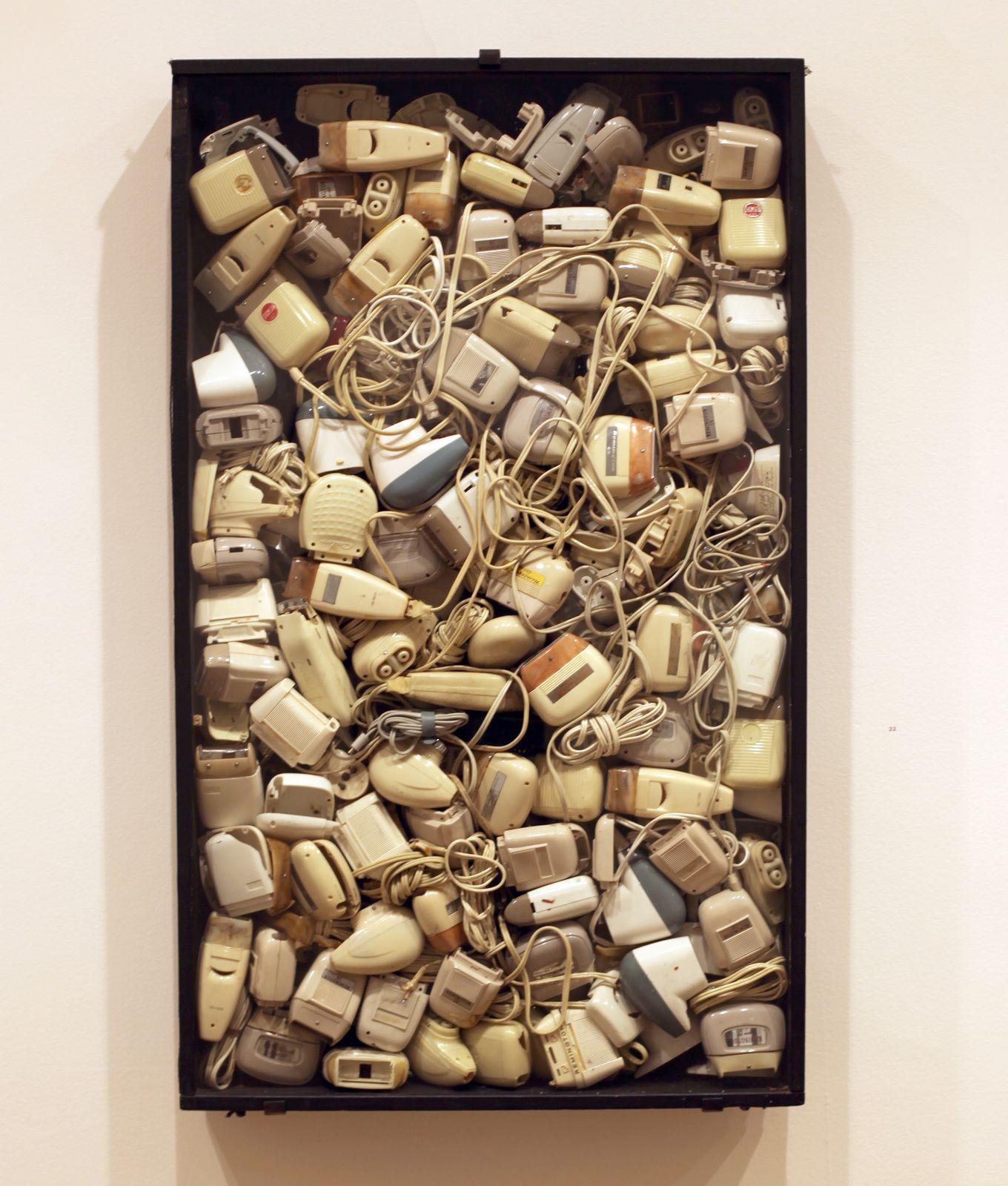 """""""Malheur aux barbus"""", 1960 d'Arman - Courtesy Galerie Daniel Templon © Photo Éric Simon"""