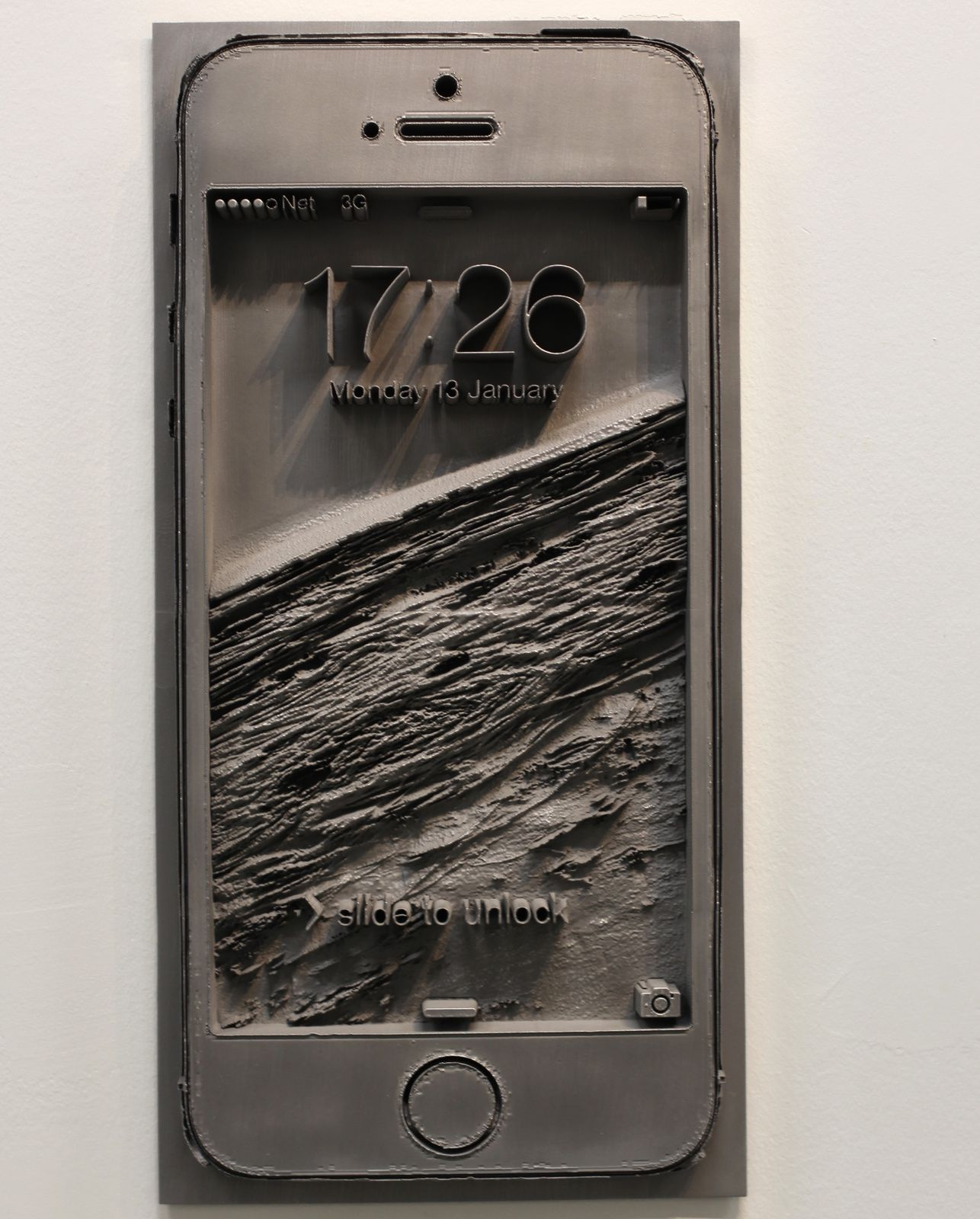 """Displaced smartphone"", 2014 de Spiros Hadjidjanos © Photo Éric Simon"