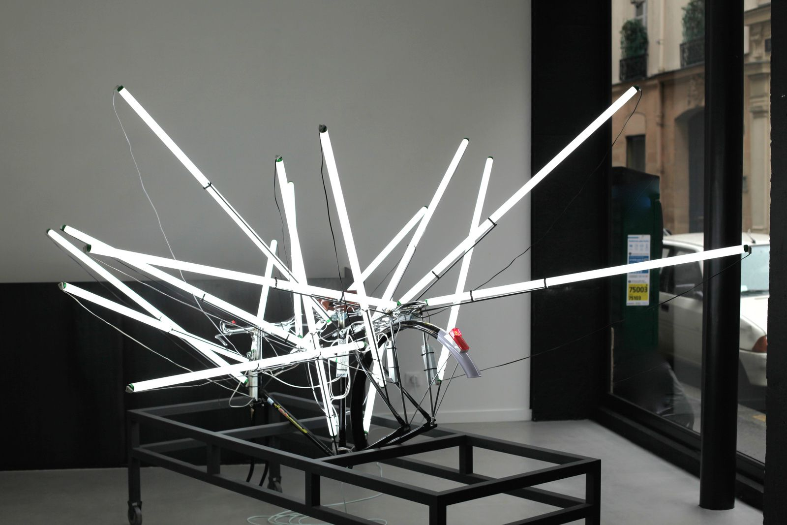 """Shangaï Electricity Mall, Bicycle"", 2012 de Shi Qing - Courtesy Galerie Paris-Bejing © Photo Éric Simon"