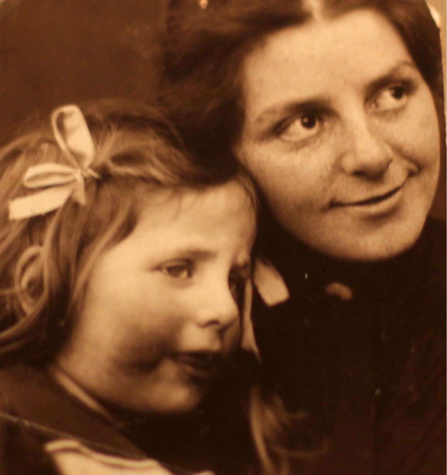 "Photo ""Paula Modersohn-Becker avec Elsbeth Modersohn vers 1901""  © Photo Éric Simon"