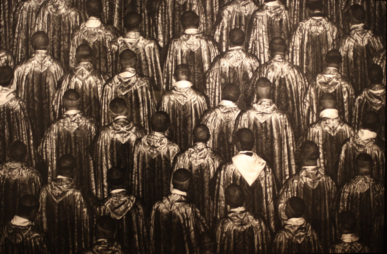 """Untitled (Vatican Bishops)"",  2016 de Robert Longo - Courtesy Galerie Ropac © Photo Éric Simon"
