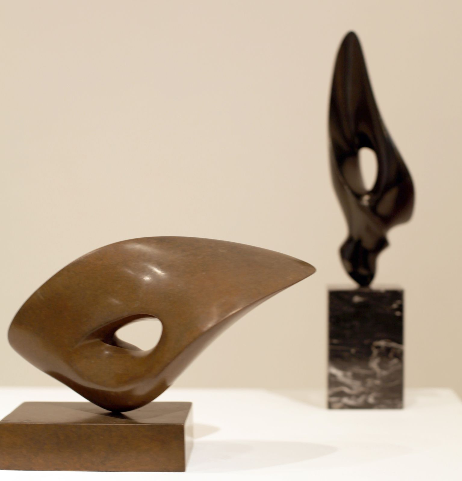"""Fluide"", 2003 et ""Fugue Fougue"", 1979 d'Antoine PONCET - Courtesy Galerie Patrice Trigano © Photo Éric Simon"