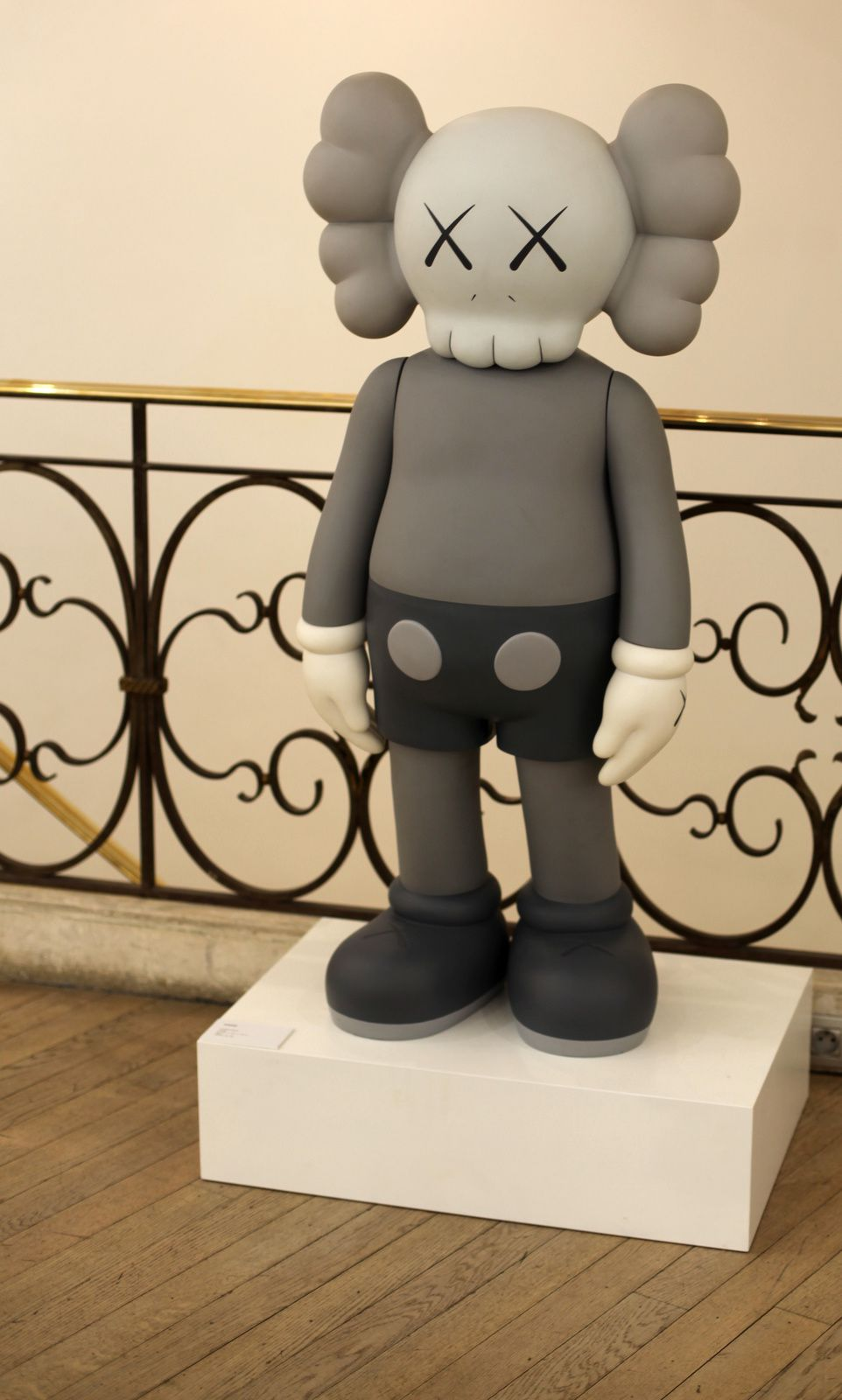 """Companion"", 2007 de KAWS - Courtesy Galerie Laurent Strouk © Photo Éric Simon"